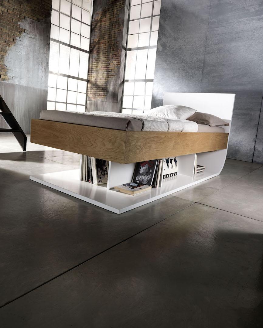 Letto limbo di Profili Design. Design pulito e di qualità. Il letto è realizzato in rovere massiccio, finitura naturale.